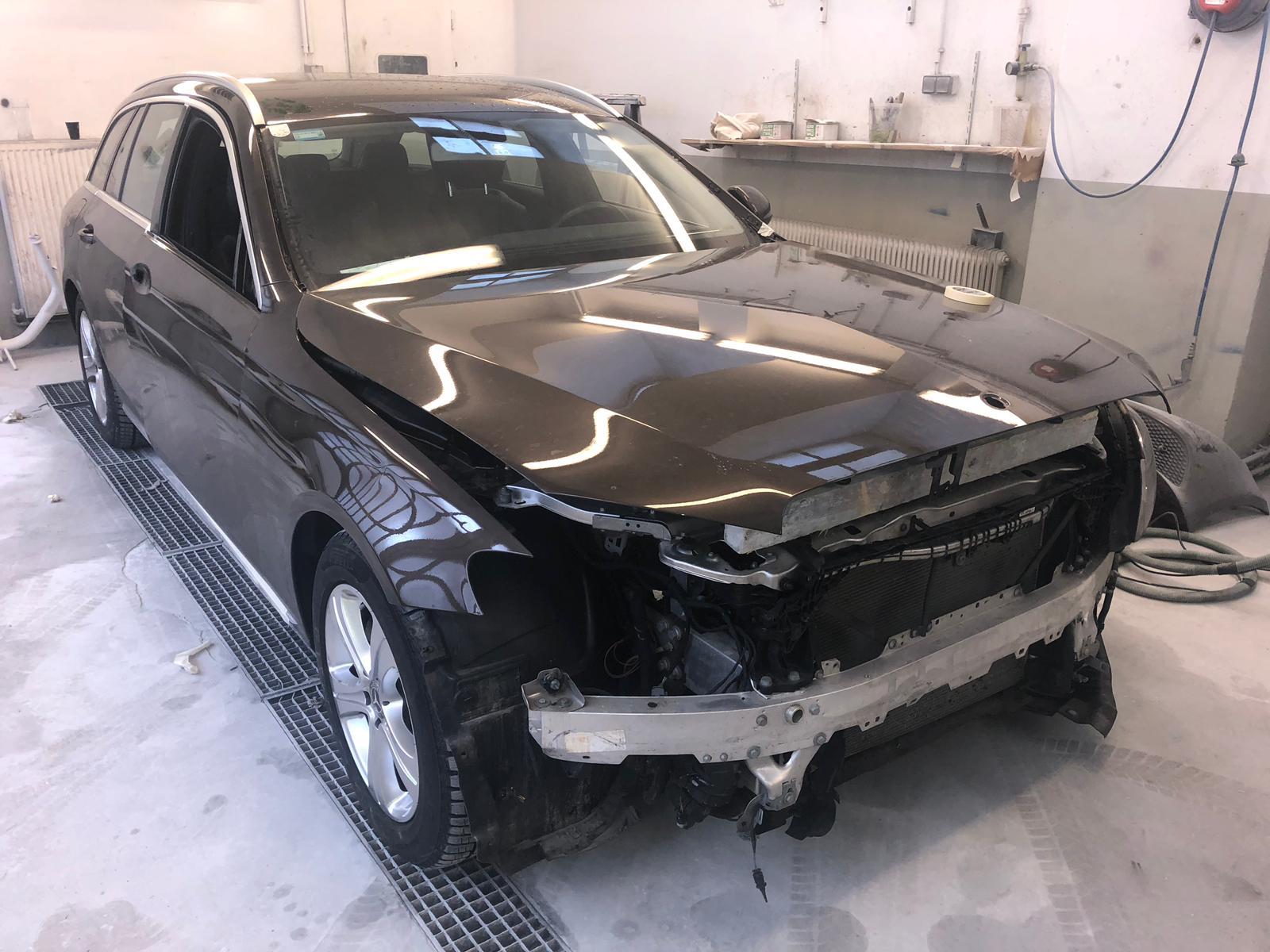 Mercedes Benz E-Klasse Frontschaden
